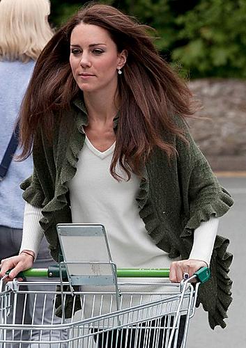 Knitting Pattern For Kate Middleton s Shawl : knitnscribble.com: Princess Kates shawl knitting pattern