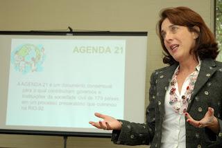 Coordenadora técnica da Agenda 21 Comperj, Patrícia Kranz apresenta propostas das Agendas 21 Locais para as questões de gênero na região do Conleste