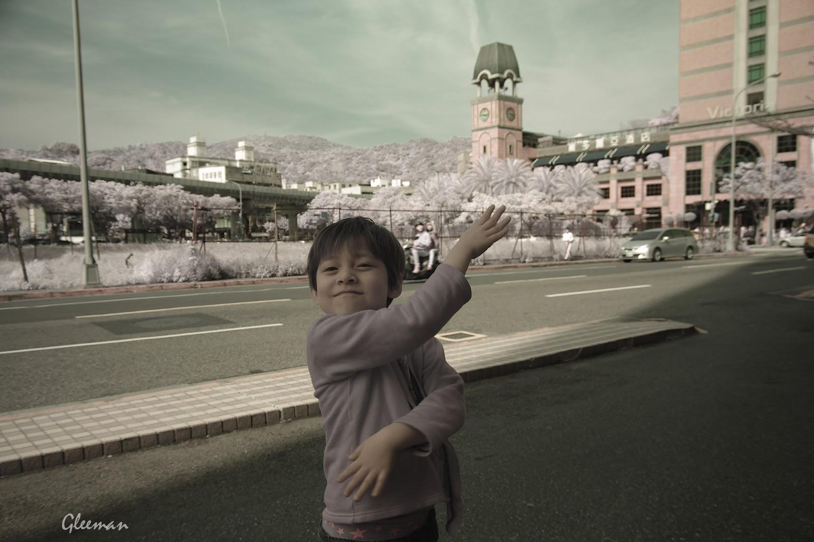 彩色紅外線攝影 (Pentax K5 Color IR ),擺個假面騎士的Pose:)