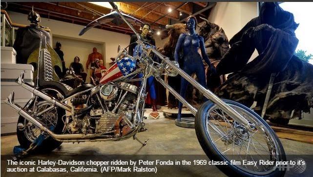 icônica Harley-Davidson chopper, usada pelo ator Peter Fonda no ...