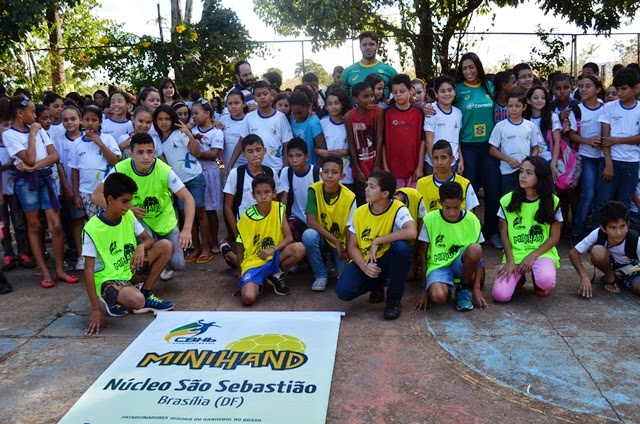 Correios entrega núcleo de projeto social de handebol em São Sebastião