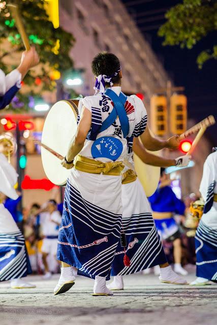 三鷹阿波踊り 富道連の太鼓の鳴り物の後姿