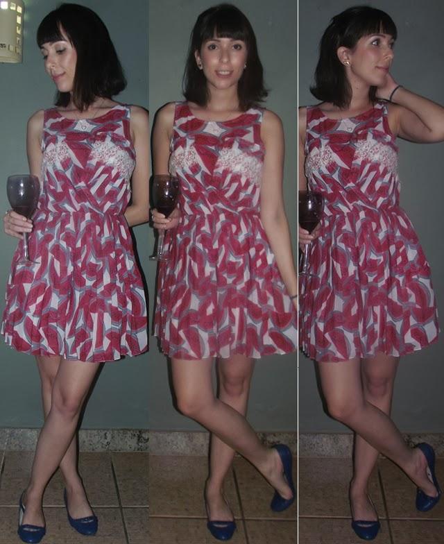 vestido farm melancia, estampa, plissado, sapatilha azul, produção