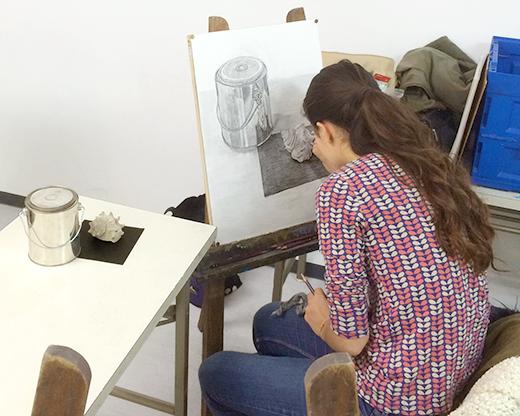 横浜美術学院の中学生教室 美術クラブ どこまで描けるか!「細密デッサン」制作風景3