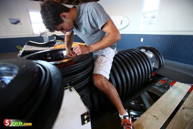 شاب عمره 18 عام يخترع غواصه بأنابيب المجاري