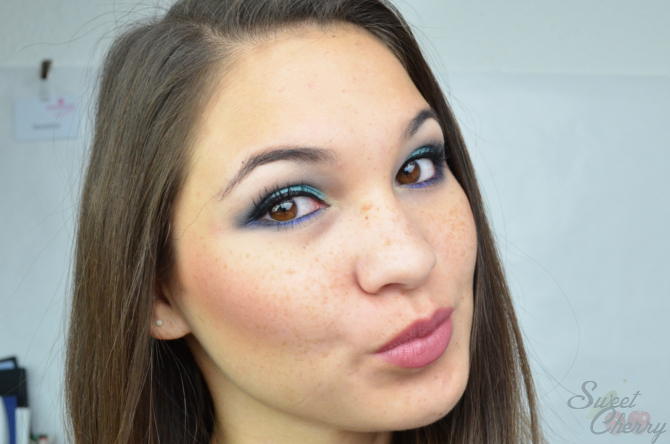 Beauty Make Up Look türkis-blau