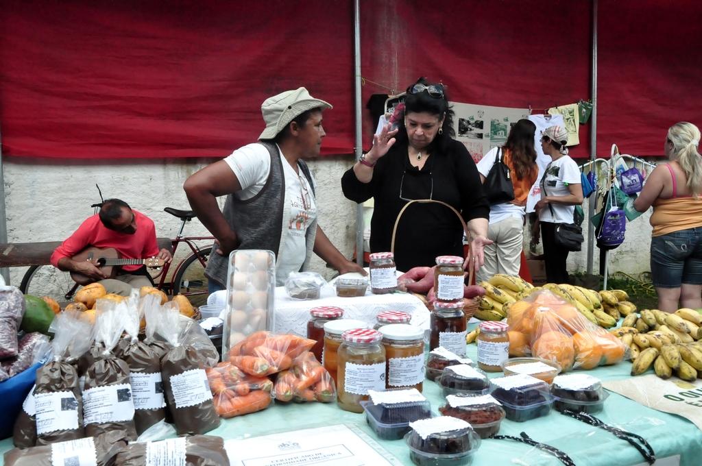 Artesãos de Teresópolis e Guapimirim expuseram seus produtos