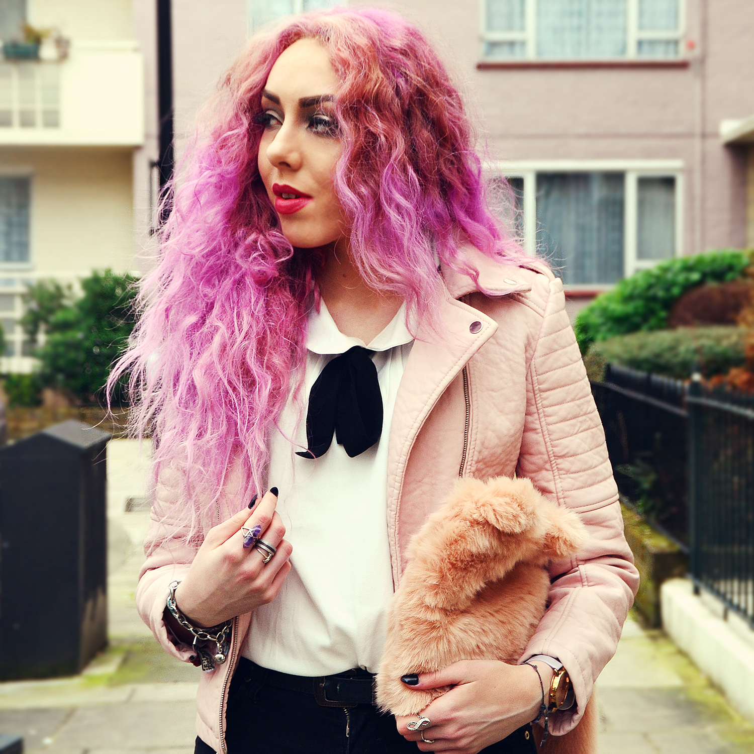 Stephi LaReine, pink haired blogger // Things that happen with bright coloured hair