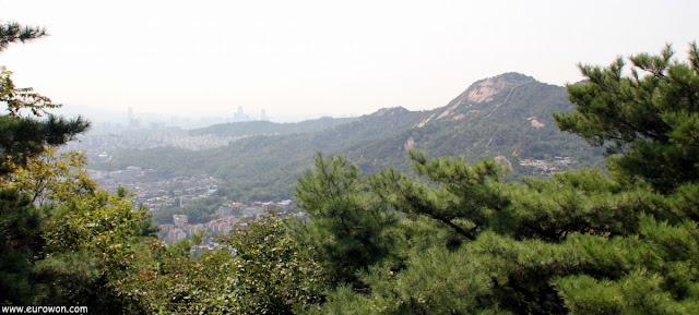 Montaña Inwangsan vista desde Bugaksan