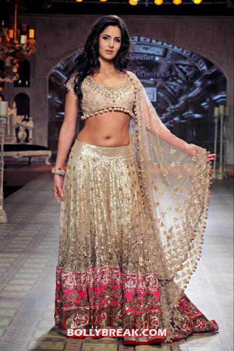 Katrina kaif delhi couture fashion week 2012 photos 4 pics for Hot couture fashion