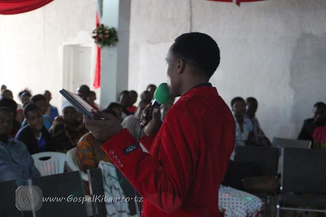 Gospel kitaa mchungaji aminiel mgonja akimpongeza milca kakeke baada ya kuweka wakfu albam zake mbili thecheapjerseys Image collections