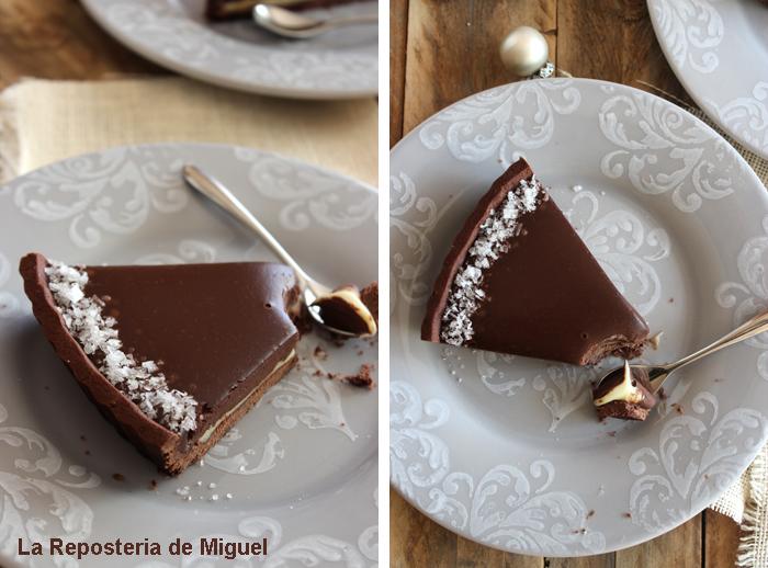 Dos imágenes de una misma porción, pero vistas desde diferentes angulos, uno aéreo y otro lateral-trasero. Tiene una cuchara con un trozo de tarta, se aprecia la cremosidad de ambos chocolates e invita a probarla.