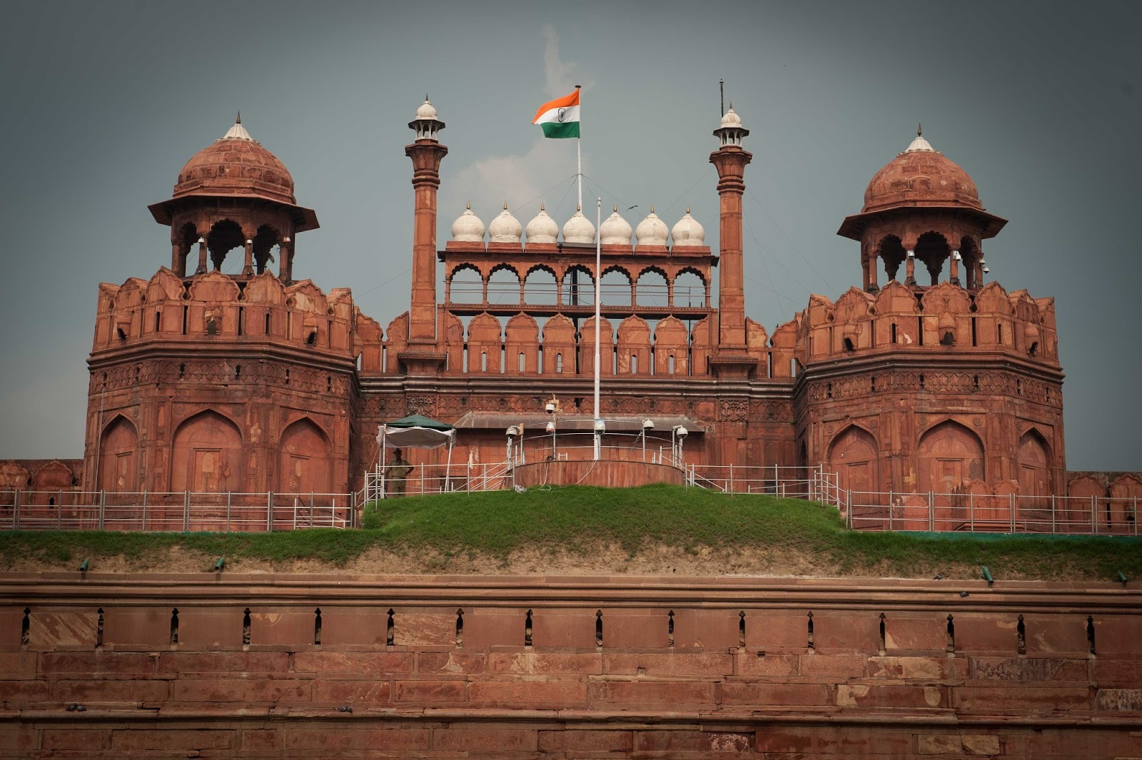 Red Fort In Delhi Traveling In Holidays