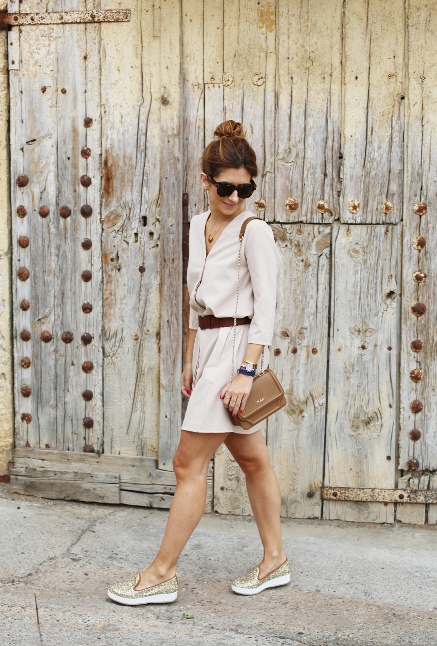 Beige dress - A trendy life
