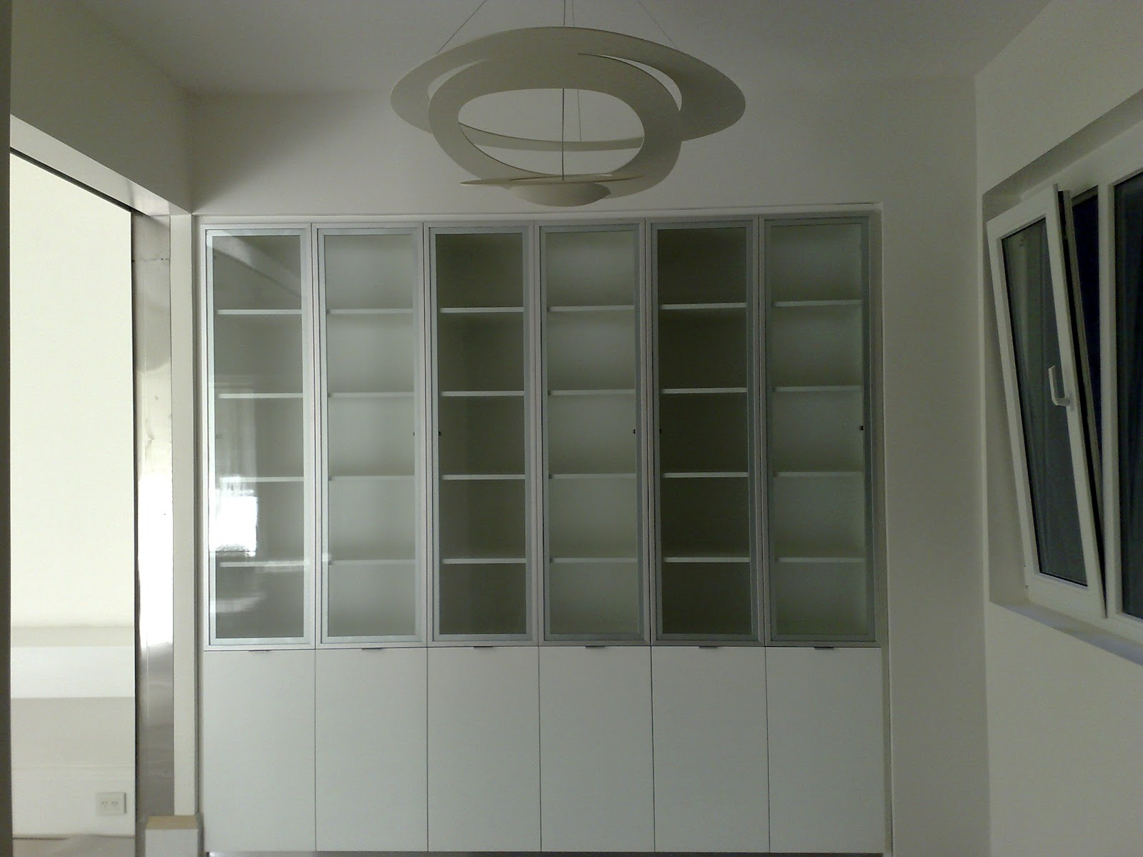 Amoblamientos cj modular en melamina blanca con puertas for Puertas de melamina