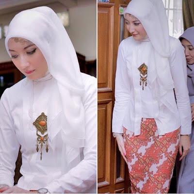 kebaya hijab polos putih dengan rok batik panjang batik