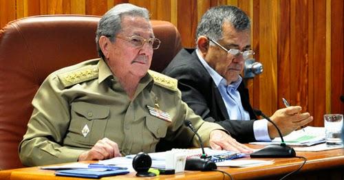 Holguin ahora consejo de ministros cubano entre su gente for Clausula suelo consejo de ministros