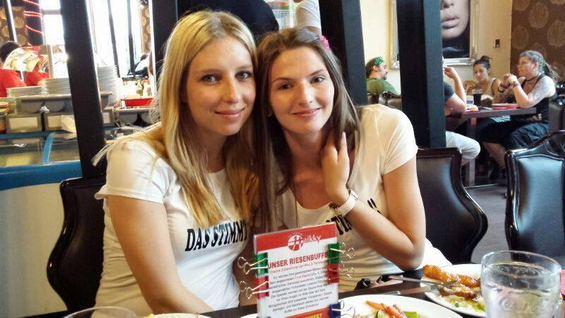 djevojke-u-restoranu