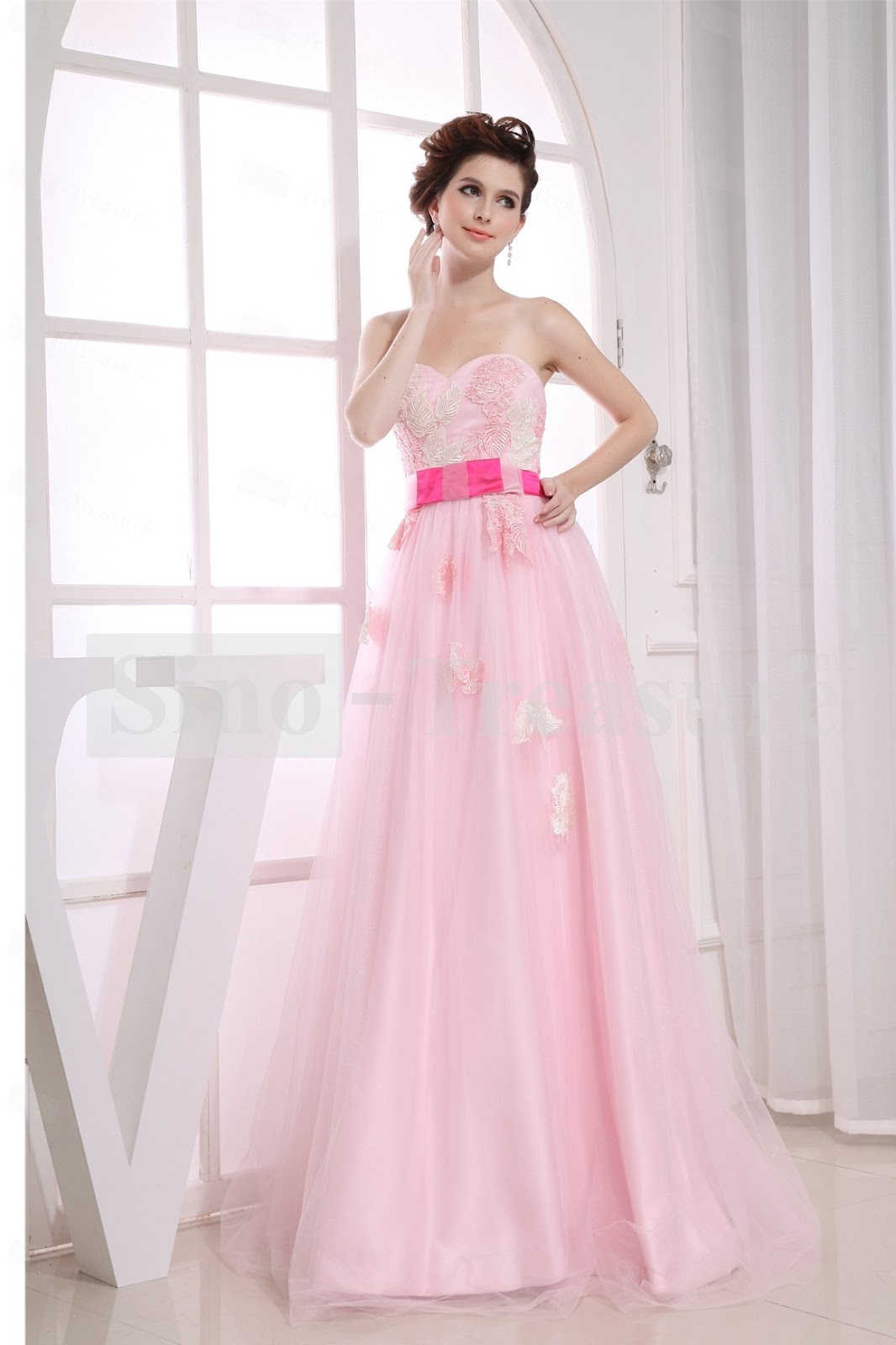 MEDIUM SHORT HAIRCUT: PROM DRESSES 2013: GET STYLES AND COLORS