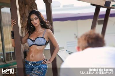 Mallika Sherawat Show Boobs Pics