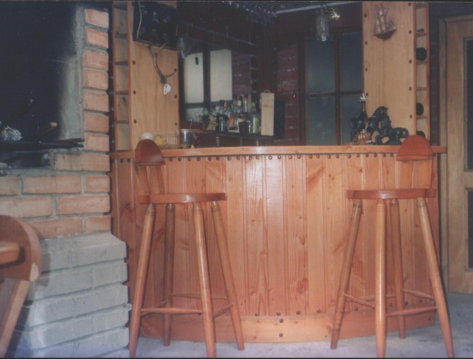 Bar de pino oreg n fabricaci n de muebles puertas y for Bar de madera de pino