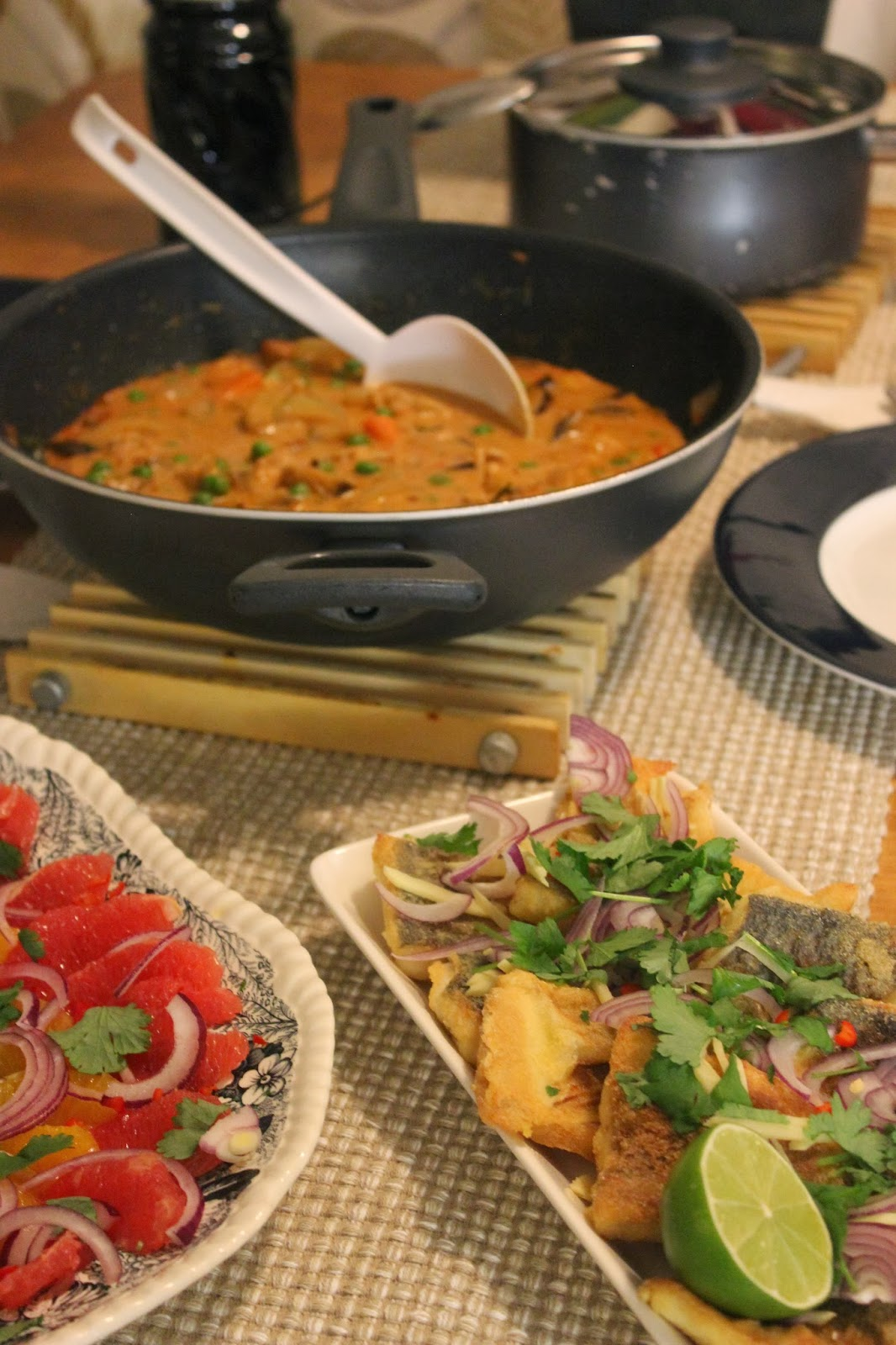 Tosiromantikon illallinen ja thaimaustettu siika