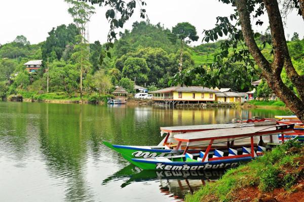 Rekreasi keluarga di Situ Patenggang Ciwidey Bandung adalah pilihan yg menarik