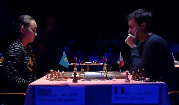 Ronde 10 du Trophée d'échecs Karpov 2015: le Français Romain Edouard joue la finale contre Zhansaya Abdumalik avec la précision d'un horloger suisse - Photo © Capechecs