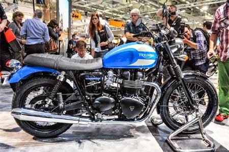 gambar pameran motor Triumph
