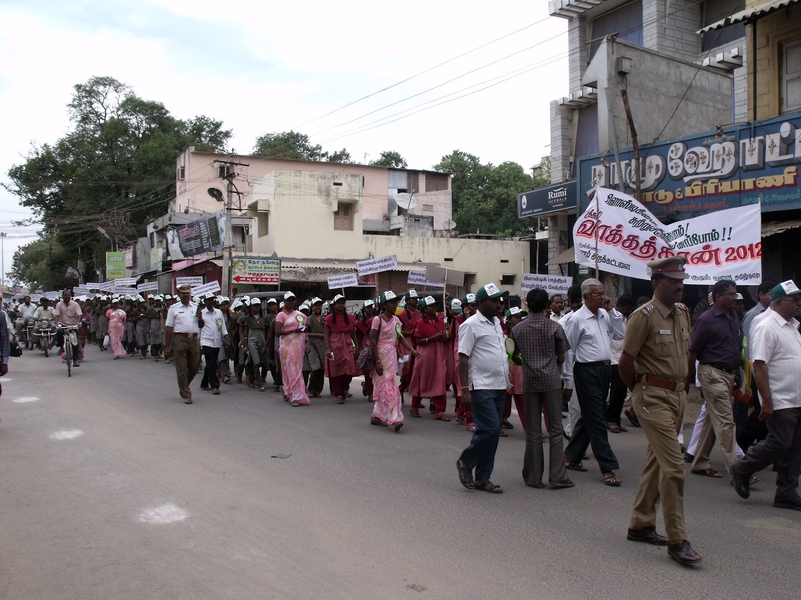 tamil nadu trip essay 2018-2-27 12-year-old dalit boy beaten to death in tamil nadu village, sister and mother injured reacting to the attack, political parties demanded stern action while alleging that the girl and her mother had been raped.