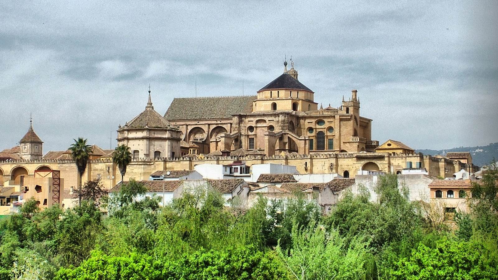 Conociendo el mundo mezquita catedral de cordoba for Exterior mezquita de cordoba