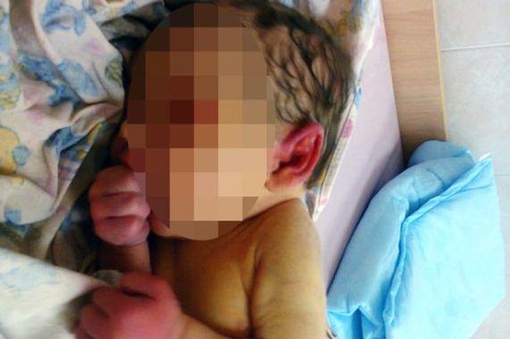 baby girl eaten ants russia