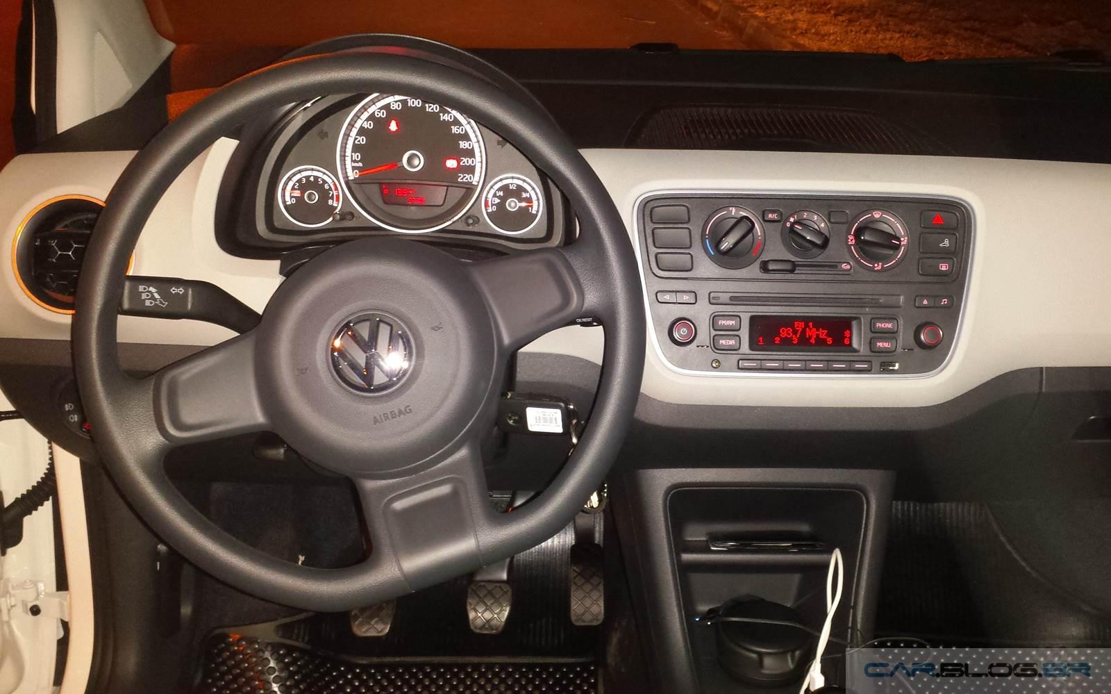Volkswagen Up! TSi - interior - painel