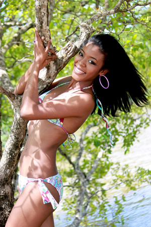 Miss World Belize 2013 winner Idolly Louise Saldivar