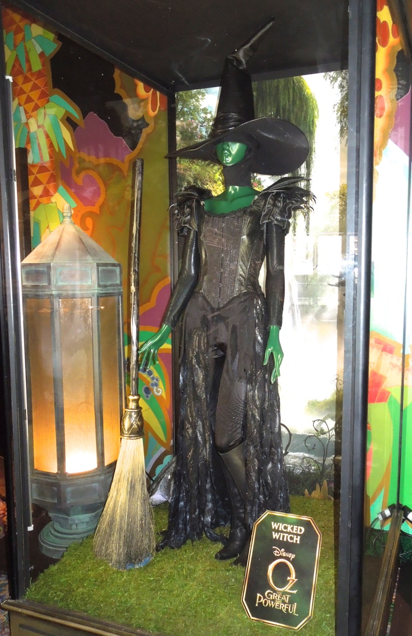 Wicked Witch costume worn by Mila Kunis in Oz The Great and ...