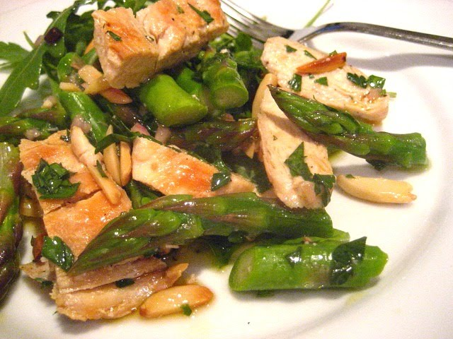 Swimsuit Salad: Grilled Chicken w/ Asparagus