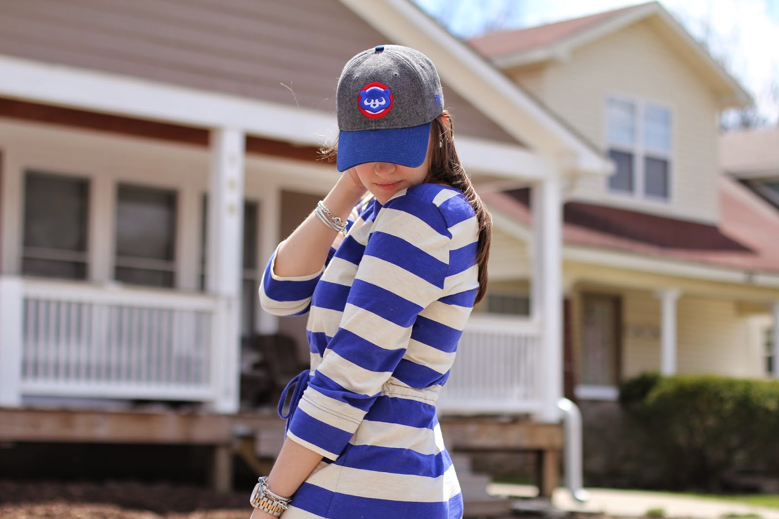 what to wear to a chicago cubs game, what to wear to a cubs game