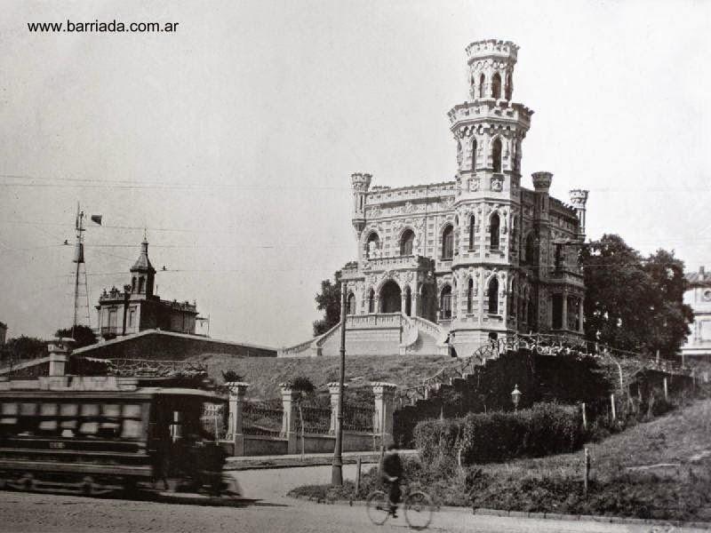 Castillo de los Leones en Belgrano foto en blanco y negro