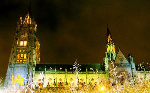 Basílica del Voto Sagrado en Quito Ecuador by Mario Flores