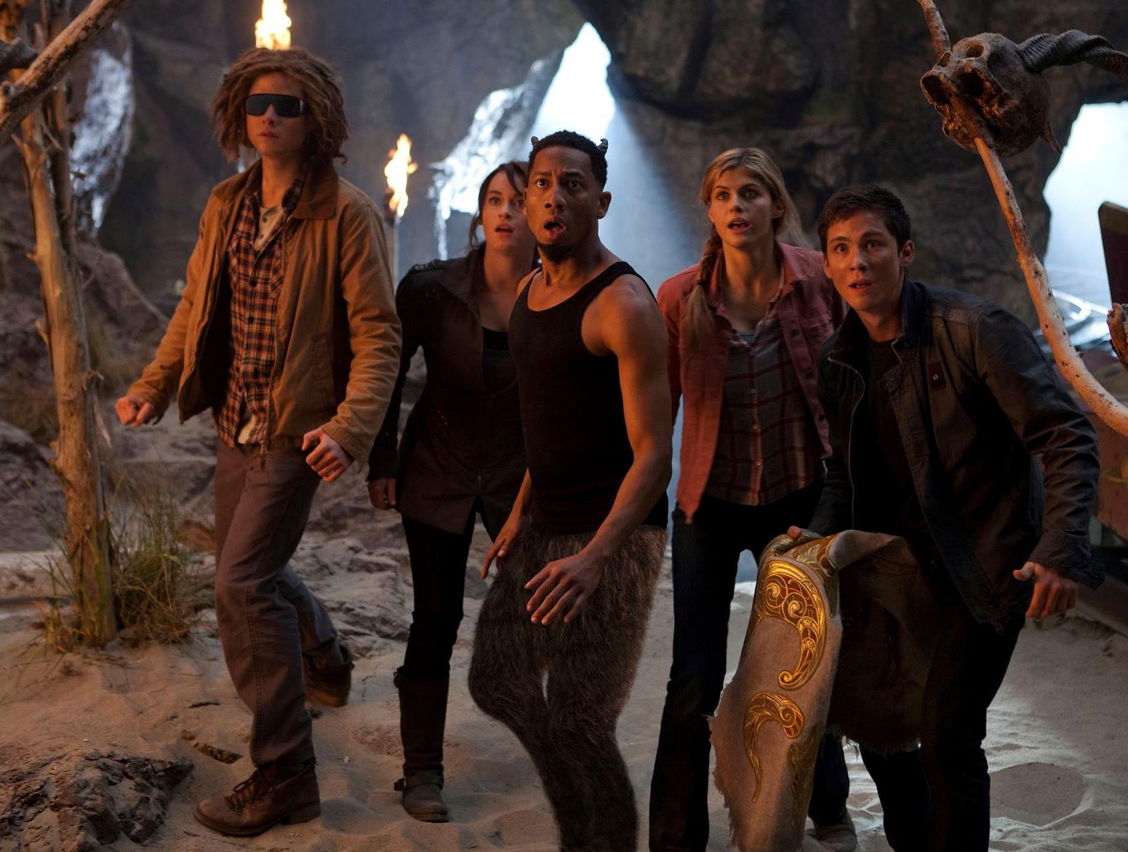 Douglas Smith como Tyson, Leven Rambin como Clarisse, Brandon T. Jackson como Grover, Alexandra Daddario como Annabeth y Logan Lerman como Percy.