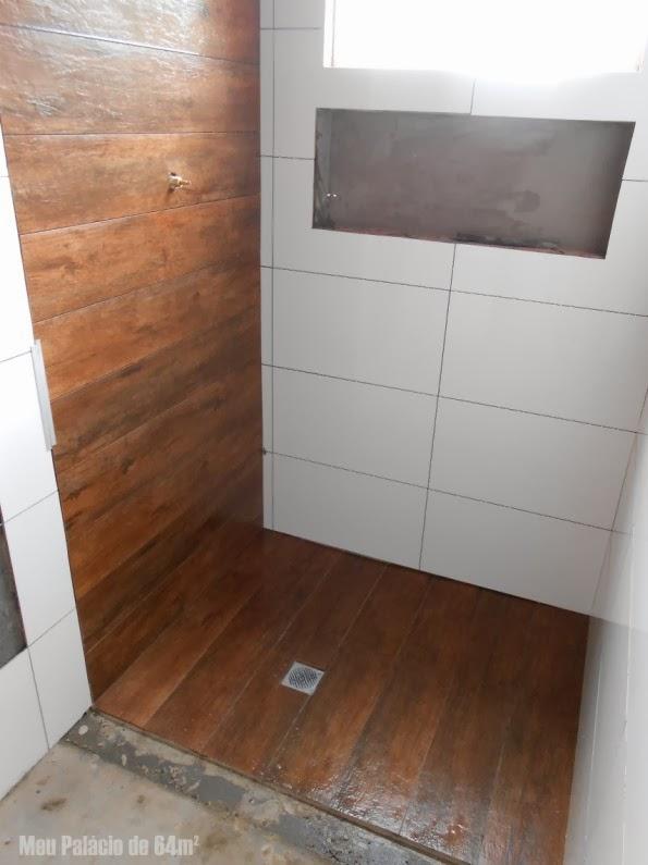 Meu Palácio de 64m² Revestimentos do banheiro quase prontos -> Banheiro Pequeno Com Porcelanato Amadeirado