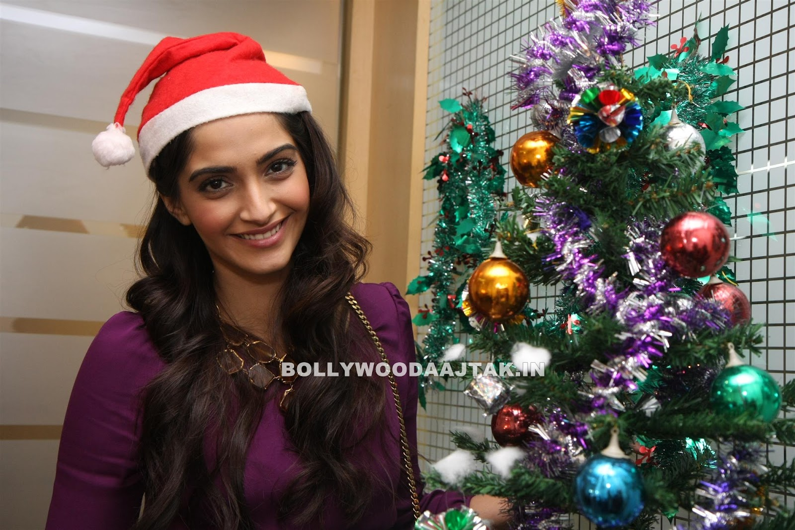 Sonam Kapoor1 - Sonam Kapoor Photoshoot for Christmas Event