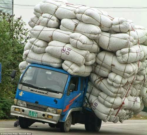 xe tải chở hàng quá khổ