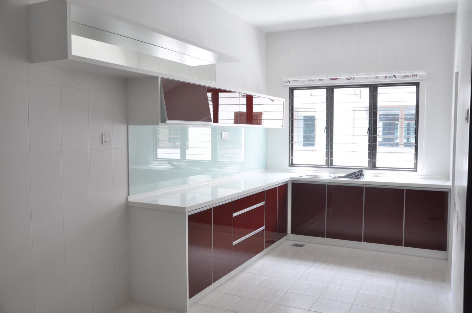 Nova Kitchen Deco Sdn Bhd KITCHEN CABINET IN RED ACRYLIC