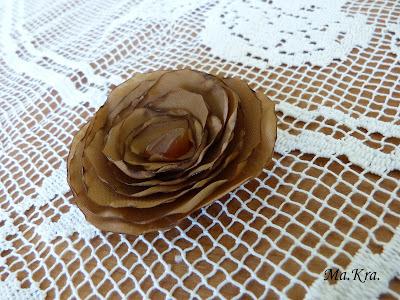 broszka kawiat róża