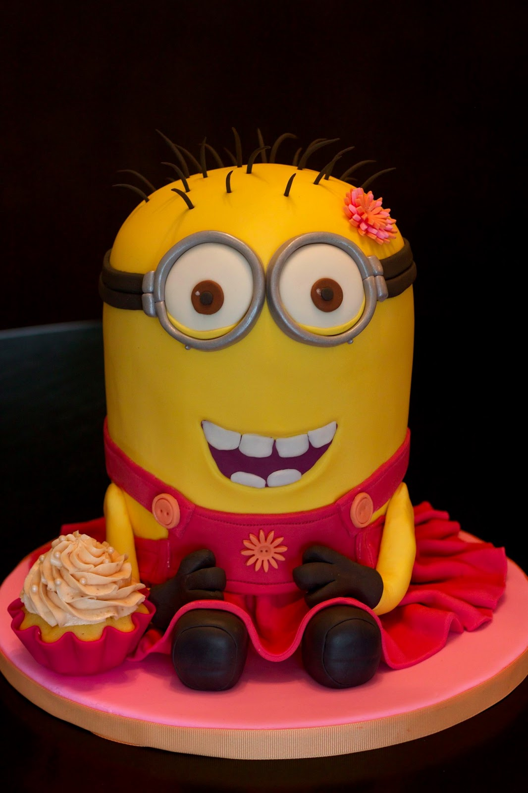 Sweet d cakes a despicably pretty minion cake - Cake decorations minions ...