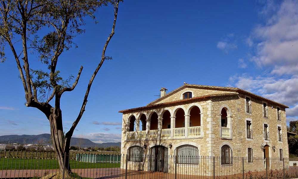 Ruralverd casa rural cornell de terri pla de l estany for Casa rural catalunya piscina