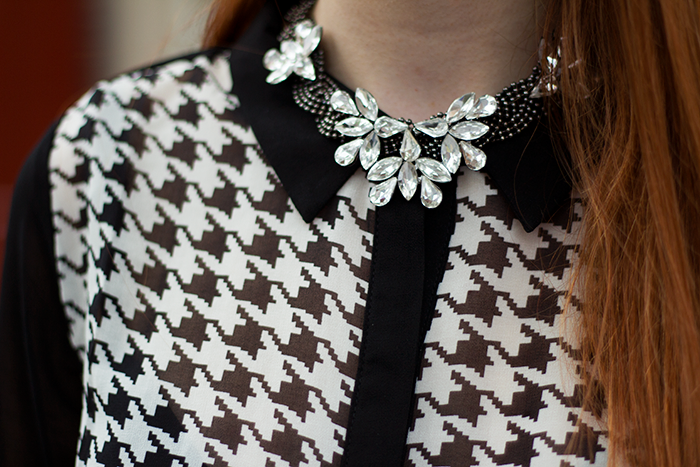 Chic vintage blogger outfit with a houndstooth blouse from New Yorker and statement necklace from House of Lou