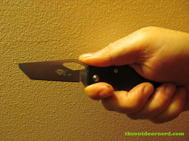 Sanrenmu B787 Pocket Knife held in hand