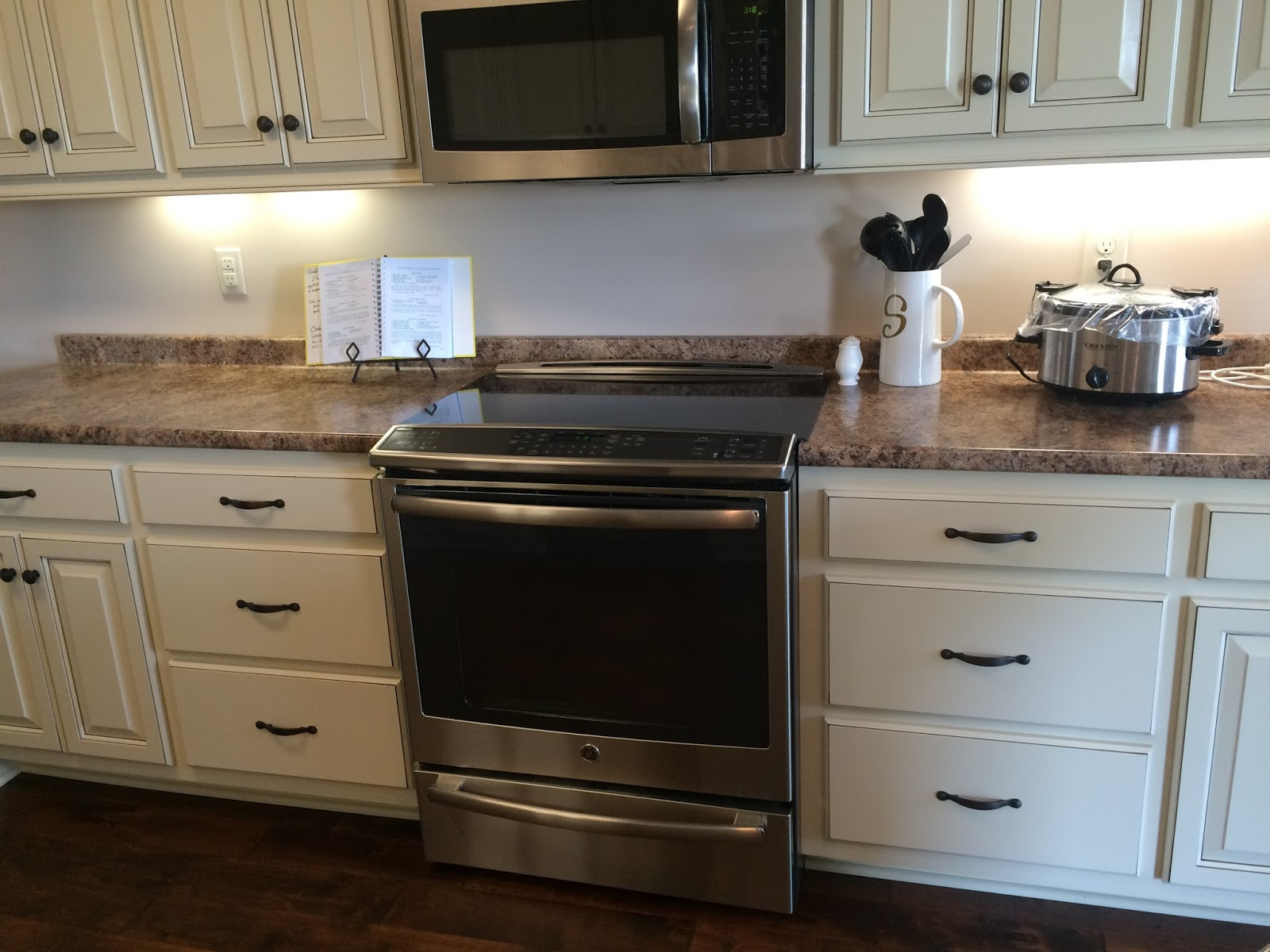 Warming drawer meaning oven your standard oven with four for What is the bottom drawer of an oven for